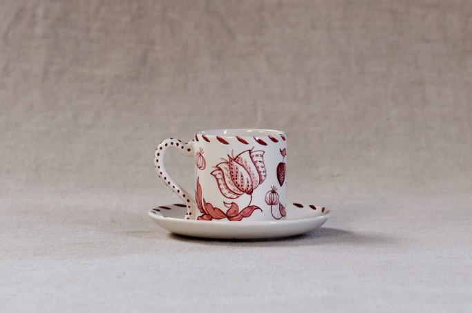 Coffee cup and saucer in Scarlet