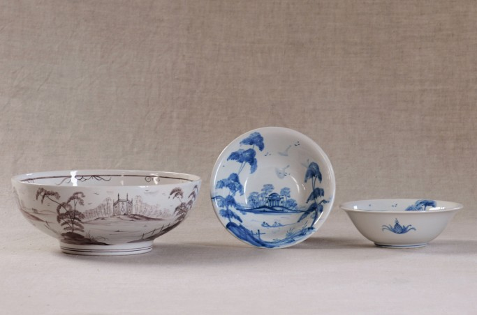 Medium bowl in Manganese, Small bowls in blue