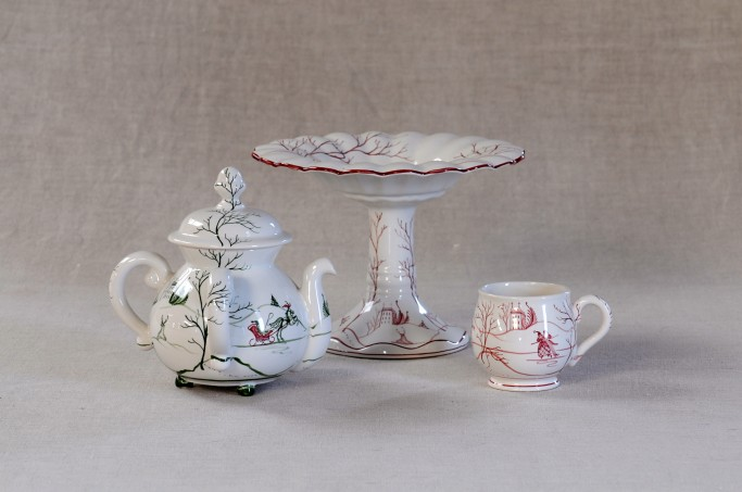 Possett pot in Green, Teacakestand and Caudle cup in Scarlet